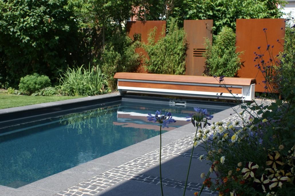 Bau eines pools zinsser poolbau for Garten pool was beachten