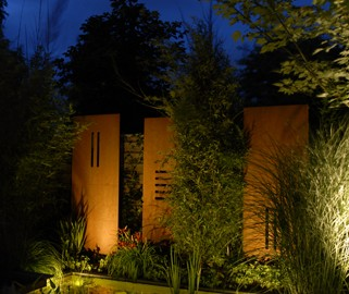 Sichtschutz und Gartenskulptur