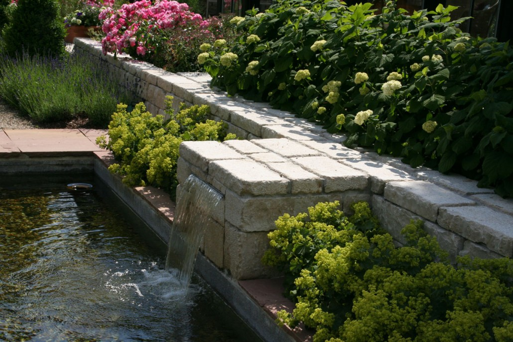 Wasserspiele zinsser poolbau for Edelstahl garten pool