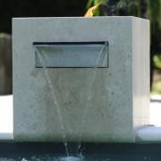 Tauchbecken mit Wasserfall für den Garten