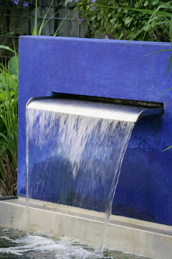 Wasserspeier in einer Mauer
